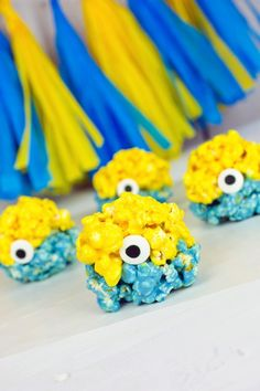 Minions Popcorn Balls are so easy and cute! Perfect for a Despicable Me party or #MinionsMovieNight! AD