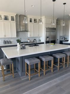 Modern Farmhouse White upper cabinets dark grey lower and island. Black sink and faucet. Grey Kitchen Sink, Dark Grey Kitchen Cabinets, Black Kitchen Island, White Shaker Kitchen, Gray And White Kitchen, Kitchen Redo, Kitchen Remodel, Upper Cabinets, Gray Island