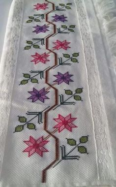This Pin was discovered by GÖN Just Cross Stitch, Beaded Cross Stitch, Cross Stitch Borders, Cross Stitch Flowers, Cross Stitching, Cross Stitch Embroidery, Hand Embroidery, Embroidery Designs, Swedish Weaving Patterns