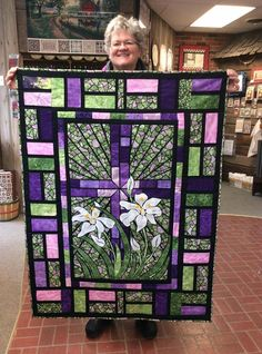 Stained Glass Quilt - Beautiful Quilts Made To Look Like Stained Glass Windows Patchwork Quilt Patterns, 3d Quilts, Quilt Patterns Free, Applique Quilts, Crazy Patchwork, Patchwork Designs, Stained Glass Quilt, Making Stained Glass, Fabric Panel Quilts