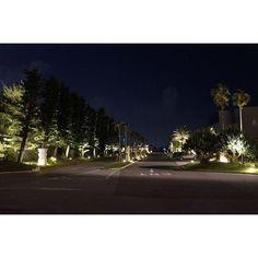 Instagram【maronmay105】さんの写真をピンしています。 《沖縄 2016 . シェラトンサンマリーナホテルの玄関 入口からエントランスまでが雰囲気いいなぁ😙 . 空には星が見えてました🌟✨ 星の洪水を見てみたい(*´ω`*) . . 🎵肩にまわした 腕の強さで 僕の気持ちわかると微笑む君 街灯り消えて 夜空は星の洪水 時計かくす仕草が愛しすぎて 抱きしめる Stay the Night Forever 出来ることなら 君をさらってしまう 夜明けまで🎵 . . またひとつ歳をとってしまった 夜も身体もフケてゆく…😅 . おやすみなさい 素敵な夢を(*_ _)zzZ . #Stay_The_Night_Forever #杉山清貴omega_tribe #杉山清貴 #カコソラ #ヨゾラ #night_view #夜景  #igで繋がる空 #癒し空 #空 #ダレカニミセタイソラ #ダレカトミタイソラ #sky #love #空好きな人と繋がりたい #写真好きな人と繋がりたい #沖縄 #okinawa #シェラトンサンマリーナリゾート》