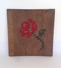 Cross stich Rose on wood. Borduren roos op hout.
