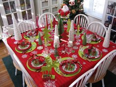 CHRISTMAS TABLE SETTING - love the bright green mats with the red.