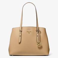 Prostorná a stylová kabelka MICHAEL KORS Mel Medium Saffiano Leather Tote Bag 30T1L3MT2L je praktickým módním doplňkem pro moderní a aktivní ženu. Kabelka je vyrobená z typické kůže Saffiano. Středová přihrádka má zapínání na zip, takže Vaše osobní věci budou v bezpečí. Kabelka, na kterou se můžete vždy spolehnout. Classic Beauty, Michael Kors Black, Camel, Tote Bag, Zip, Leather, Bags, Google Search, Fashion