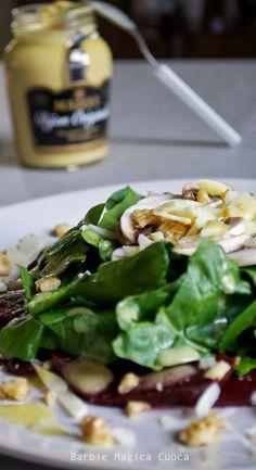 Insalata di barbabietola, spinaci, funghi, parmigiano e noci con vinaigrette alla senape! http://barbiemagicacuocagr.blogspot.com/2014/02/giornate-senza-tempo-frigorifero.html