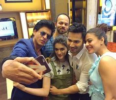 Selfie Time! Shah Rukh Khan takes a selfie with Kajol, Kriti Sanon, Varun Dhawan and Rohit Shetty while the promotions of 'Dilwale'