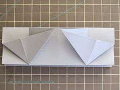 I spent a hot weekend here in San Diego trying to figure out how to fold an expandable file book based on Hedi Kyle& Blizzard Fold . 3d Paper Art, Diy Paper, Paper Crafts, Diy Home Crafts, Book Crafts, Diy Projects With Books, Origami Cards, Bookbinding Tutorial, Handmade Journals