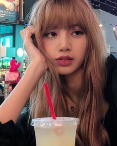 Find images and videos about rose, blackpink and lisa on We Heart It - the app to get lost in what you love. Lisa Black Pink, Black Pink Kpop, Lisa Bp, Jennie Blackpink, Korean Girl, Asian Girl, Lisa Hair, Lisa Blackpink Wallpaper, Tamako Love Story