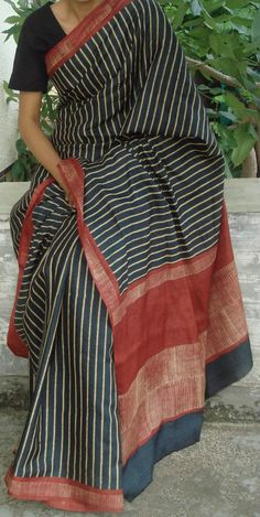elegant sari wearing in Bengali style. Indian Attire, Indian Wear, Indian Dresses, Indian Outfits, Saree Blouse, Sari, Elegant Saree, Handloom Saree, Beautiful Saree