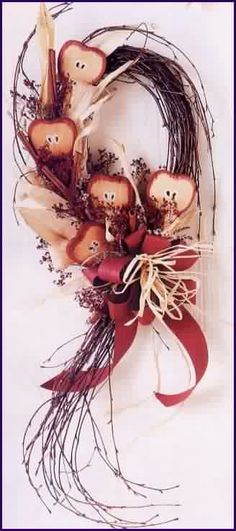 Nature provides an abundance of material for making natural crafts. Photo from Country Woman Magazine
