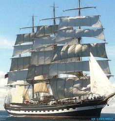 Sailing Ship                                                                                                                                                                                 Mais
