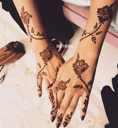 Simple and Easy Henna Design Images - Cute Henna on Hand for Girl Images with Simple And Easy Design. best collection new cute henna design for beginner Henna Hand Designs, Eid Mehndi Designs, Mehndi Designs Finger, Floral Henna Designs, Arabic Henna Designs, Mehndi Designs For Girls, Modern Mehndi Designs, Mehndi Design Pictures, Mehndi Designs For Fingers