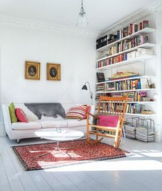 From: my scandinavian home: A lovely, bright, sunny Stockholm apartment at Söder. Very simple but nice shelves Home Living Room, Living Spaces, Stockholm Apartment, Sweet Home, Scandinavian Home, Scandinavian Apartment, Home And Deco, Style At Home, Home Fashion
