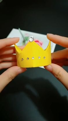 Origami Crown, Instruções Origami, Origami Ring, Origami Flowers, Paper Crafts Origami, Diy Paper, Paper Crafts For Kids, Diy Crafts Hacks, Diy Crafts For Gifts