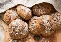 Lättbakade glutenfria fröbröd