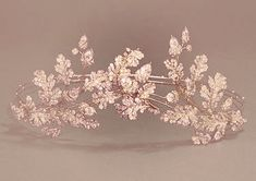 So pretty and delicate. This is a three-piece tiara in the form of branches, oak-leaves and acorns.