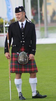 Nothing Better than a Man in a Kilt Scottish Dress, Scottish Man, Scottish Kilts, Scottish Tartans, Scottish Clothing, Scotland Kilt, Men In Kilts, Kilt Men, Highland Games