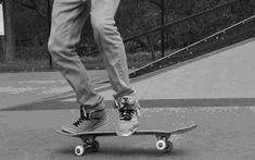 Skate board dress here's how to wear the trend. Skates, Skate And Destroy, Skate Gif, Skater Boys, Sup Surf, Skateboard Art, Skateboard Clothing, Wakeboarding, Extreme Sports
