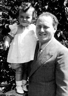 Hier is Süskind met z'n dochtertje te zien voor de Oorlog.