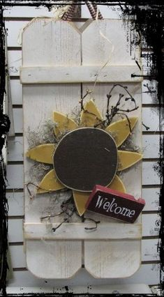 Change for each month or season. Put a star, pumpkin, snowman in replace of the sunflower. Country Wood Crafts, Primitive Wood Crafts, Wooden Crafts, Country Decor, Primitive Country, Primitive Signs, Arte Pallet, Sunflower Crafts, Deco Champetre