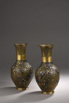 Paire de vases en bronze incrusté et partiellement doré  Japon, époque Meiji, fin du XIXe siècle I Daguerre I Vendu 19 000 € marteau le 20 juin 2017