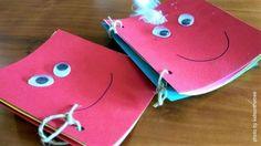 Laboratorio creativo per la realizzazione di libri tattili. Per far scoprire ai bambini, attraverso il tatto, i vari materiali. Montessori, Handmade Books, Babysitting, Book Crafts, Love Story, Coin Purse, Purses, Kids, Inspiration