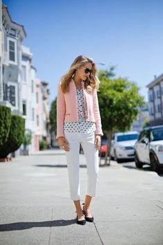 ピンクジャケットと水玉シャツと白パンツ着こなしコーデ