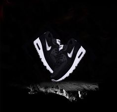 Nike Air Max 2017 Men Black Mesh Shoes will Flymesh instep with whole palm with the soft cushioning performance Max Air cushion, clever fusion in a seamless design to create a good support for key parts and permeability. All Nike Shoes, Nike Shoes Online, Nike Shoes Cheap, Sports Shoes, Air Max Thea, Air Max 270, Air Max Day 2017, Nike Design, Discount Nikes