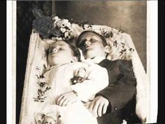 I've obviously seen a lot of post mortem photographs of children whilst writing this blog, but oh my word this has to be one of the saddest…    Unfortunately I have no background information for this picture.