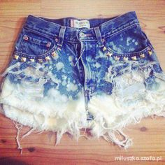 DIY SHORTS od miluszka Just get some old mom jeans from Goodwill and cut them off play around with making holes and studs and bleach stains, the more you wash it the better they look Diy Shorts, Cute Shorts, Summer Outfits, Cute Outfits, Party Outfits, Vegas Outfits, Birthday Outfits, Birthday Dresses, Summer Shorts