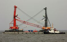 TAUCHER O.WULF 3 with two LIEBHERR - Mobile Harbour Cranes for Antwerp | Flickr: partage de photos!