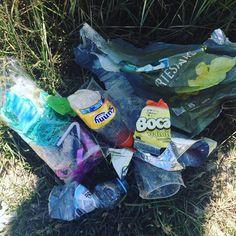 Prato do dia: batatas fritas, sumo, água e uma miscelânea de plástico. --- Our special today: chips, juice, water and a plastic miscellaneous. 🌍 #mintbeachmovement #mintbeach #itsnotok #saveouroceans #sustainability #sustentabilidade #microcleanup #take3forthesea #grabbits #justgrabbits #Take2Miss #cleanseas #2minutebeachclean #beachclean #beachcleanup #beachcleanportugal #beach #praia #praialimpa #zerolixo #portugal