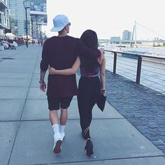 Love | Holding eachother | hug | cute | couple | relationship goal | travel | together | boy <3 girl
