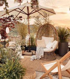 Les beaux jours arrivent ☀️ si on pensait à la déco de son balcon ou sa terrasse ? 📸 @homestylepassion