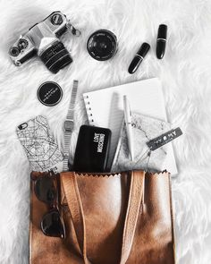 What's in my bag-flatlay
