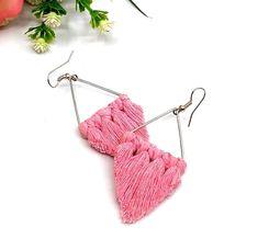 Lustre makramé fülbevaló – rózsaszín – DAMAKRAMÉ