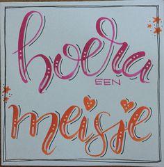 Babykaart meisje met ecoline brushpennen Hand Lettering Alphabet, Hand Lettering Quotes, Doodle Lettering, Creative Lettering, Brush Lettering, Pen Art, Pen And Paper, Brush Pen, Smash Book