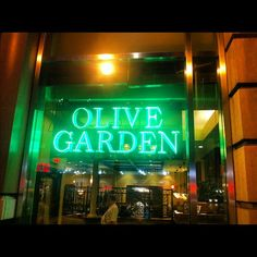 DINNER at Olive Garden in New York, NY WITH MY BEST FRIENDS