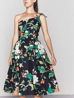 Lovely vintage 1980s does 1950s floral chintz dress by Blair Woolverton, featuring fabulous black floral print and single shoulder tie-back. Label: Blair Woolverton Condition: Excellent. Best Fits: Mo