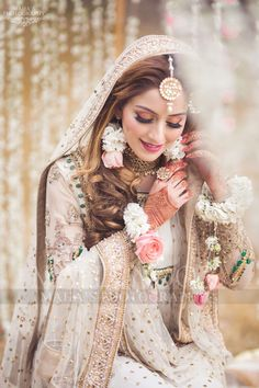 - Source by rimpyghotra - Asian Wedding Dress Pakistani, Asian Bridal Dresses, Pakistani Bridal Makeup, Bridal Mehndi Dresses, Bridal Dress Design, Wedding Dresses For Girls, Bridal Outfits, Pakistani Dresses, Indian Dresses