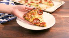 Best Zucchini Pizza Crust Recipe - How to Make Zucchini Pizza Crust Zucchini Chips, Zucchini Pizza Crust, Crust Pizza, Broccoli Pizza, Cauliflower Crust, Healthy Pizza, Low Carb Pizza, Healthy Snacks, Eat Pizza