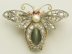 Antique Victorian 2.59 ct Chrysoberyl and 1.95 ct Diamond, 9 ct Yellow Gold Bee Brooch
