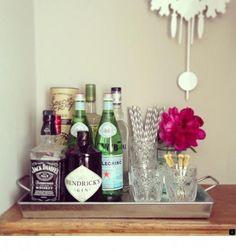 Trendy home bar essentials decor Bar Cart Styling, Bar Cart Decor, Event Styling, Mini Bars, Diy Bar, Cafe Bar, Bar Sala, Apartment Bar, Apartment Design