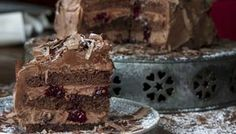 Vegetarian Black Forest Cake by greek chef Akis. Perfect and delicious dessert for fasting but not only. It's the perfect option for any occasion. *** not gluten free but dairy free :) Vegan Sweets, Vegan Desserts, Delicious Desserts, Sweet Recipes, Snack Recipes, Dessert Recipes, Vegan Recipes, Party Desserts, No Bake Desserts