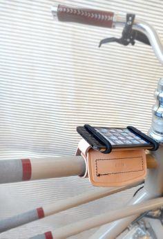 Thurman leather bike phone mount por TheBeebeCompany en Etsy, $49.00