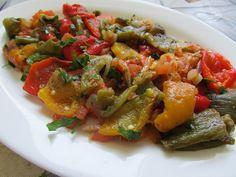 Greckie smaki: Sałatka z pieczoną papryką