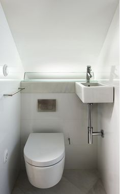 20 Toilet And Sink Combos For Tiny Bathroom Solutions toilet solutions combos bathroom Tiny Bathrooms, Tiny House Bathroom, Modern Bathroom, Small Bathroom, Loft Bathroom, Small Downstairs Toilet, Small Toilet, New Toilet, Toilet Sink