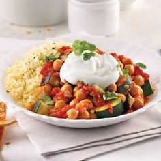 Slow-cooked chickpeas and vegetables are as satisfying as they are comforting with this Moroccan stew! Quick Recipes, Dog Food Recipes, Vegetarian Recipes, Cooking Recipes, Healthy Recipes, Moroccan Stew, Lunches And Dinners, Meals, Confort Food