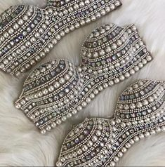18 Ideas For Salsa Dancing Outfit Jeans Mode Outfits, Dance Outfits, Jean Outfits, Dancing Outfit, Burlesque Costumes, Belly Dance Costumes, Top Bordado, Rhinestone Bra, Bling Bra