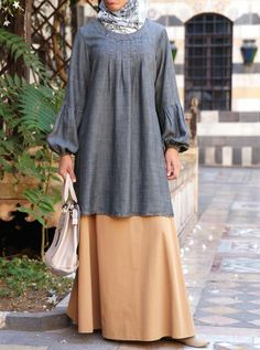 This classic SHUKR design is now available in unique, soft Lyocell and linen blend denim. Featuring one of our most flattering cuts, this feminine top will make a great addition to your wardrobe. We love the voluminous sleeves for that added regal touch.Please note that the Classic Wash color is 5cm longer than the other colors